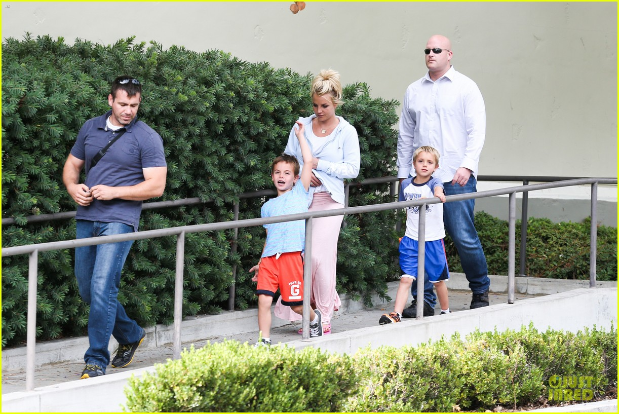 britney spears errands after movies with the boys 142914108