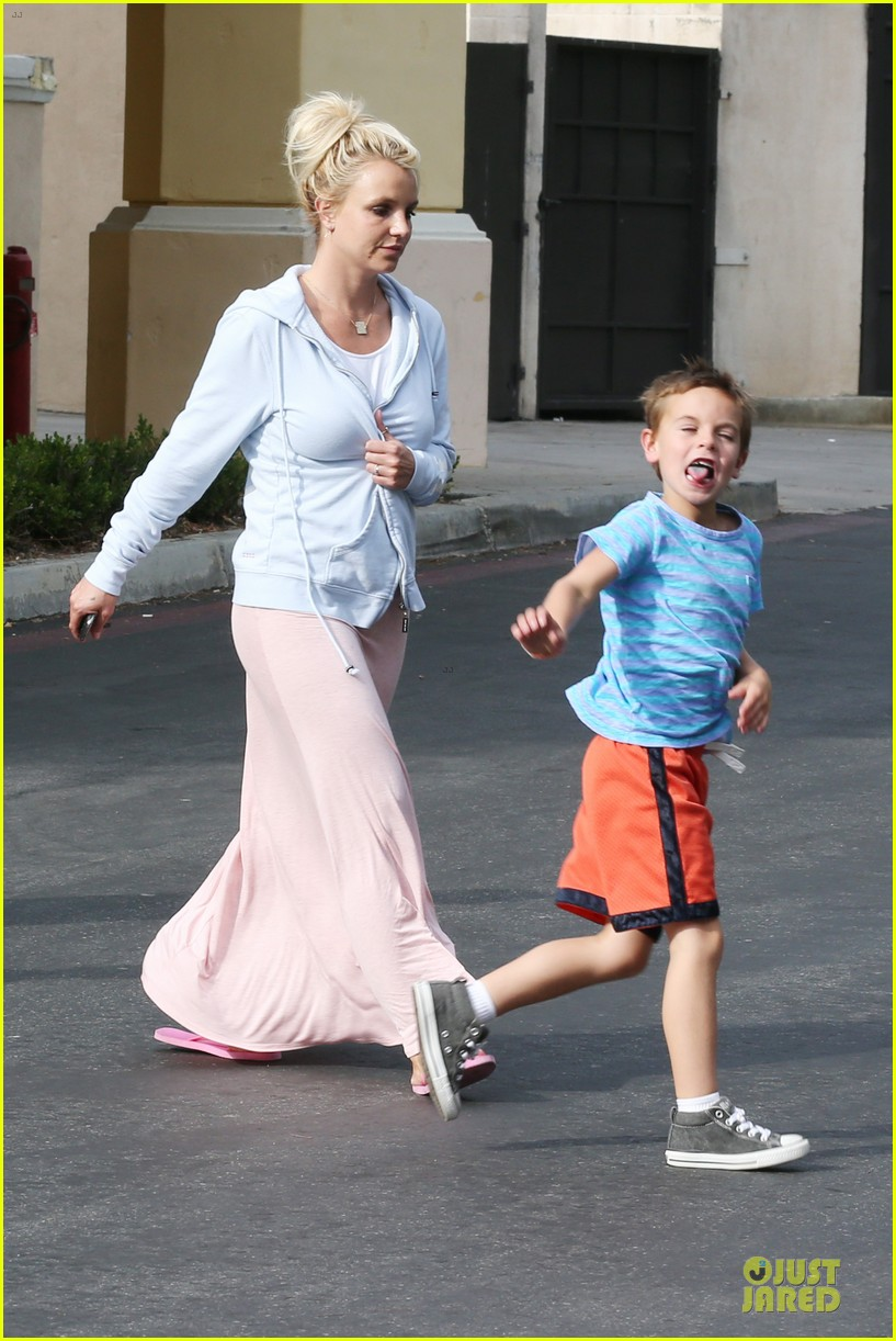 britney spears errands after movies with the boys 152914109