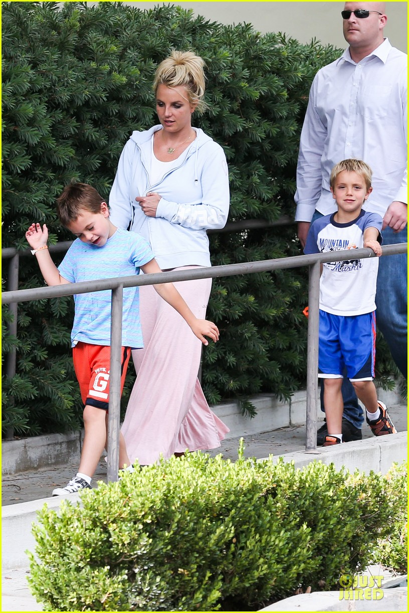 britney spears errands after movies with the boys 162914110