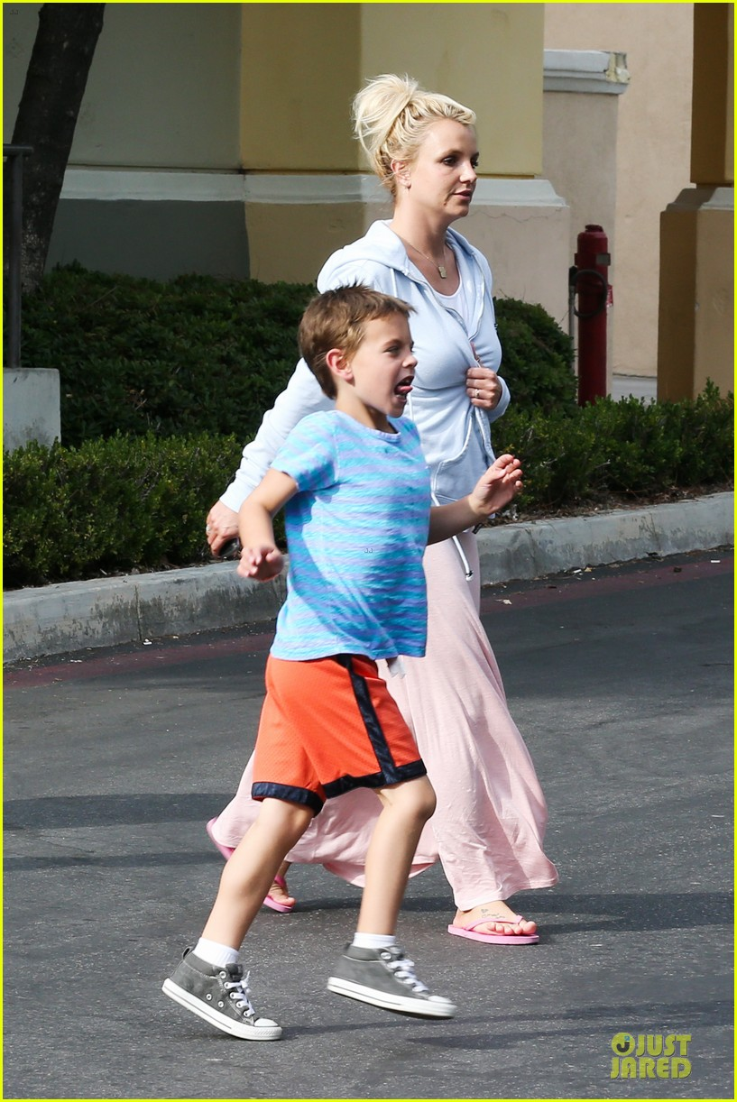 britney spears errands after movies with the boys 182914112