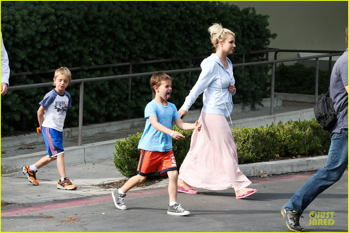 britney spears errands after movies with the boys 192914113