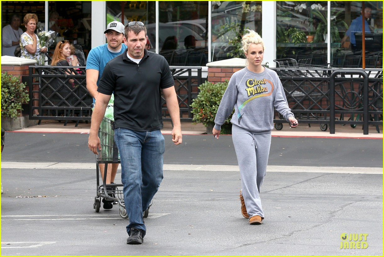 britney spears errands after movies with the boys 302914124