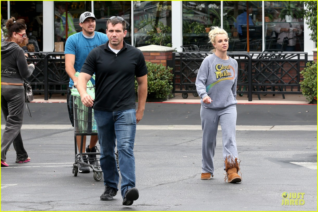 britney spears errands after movies with the boys 332914127