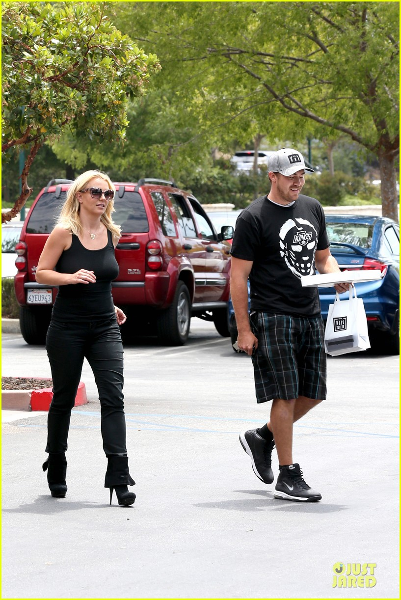 britney spears david lucado napa tavern lunch date 262914762