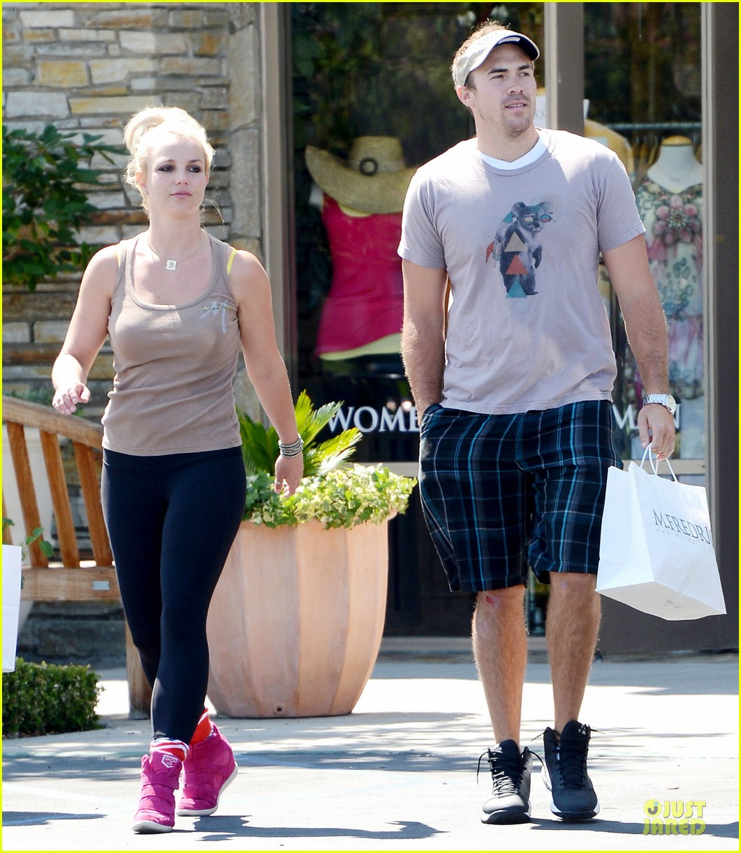 britney spears david lucado prep for weekend by shopping 032912448