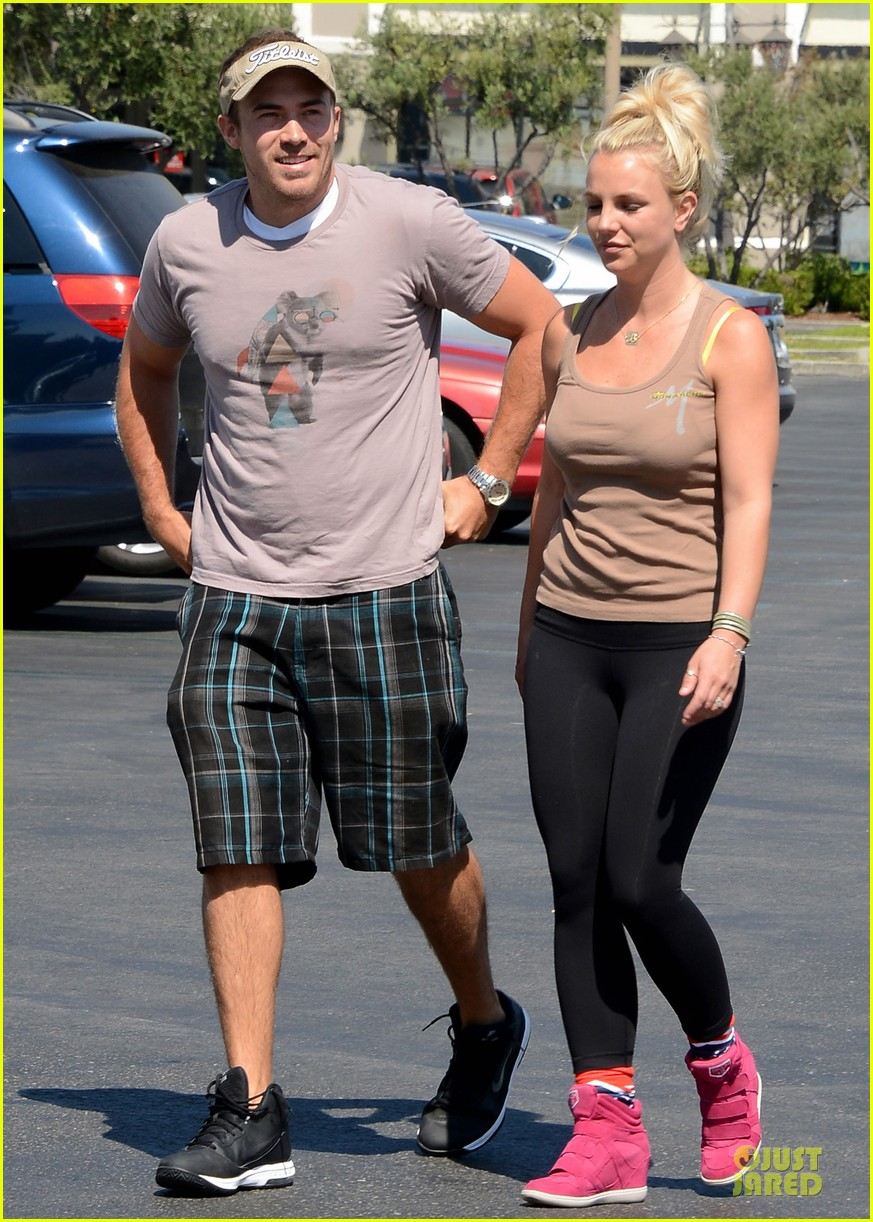 britney spears david lucado prep for weekend by shopping 062912451