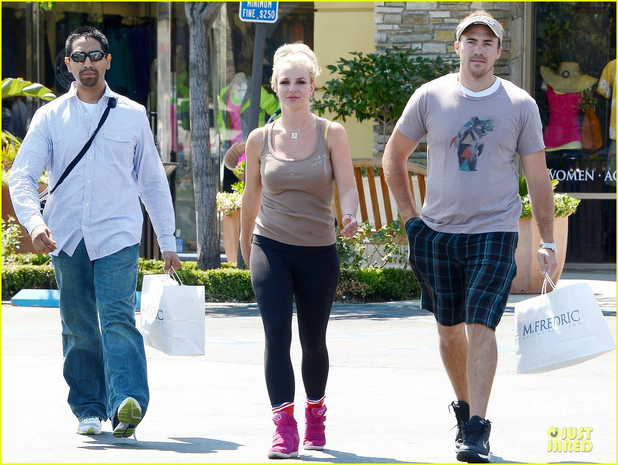 britney spears david lucado prep for weekend by shopping 08
