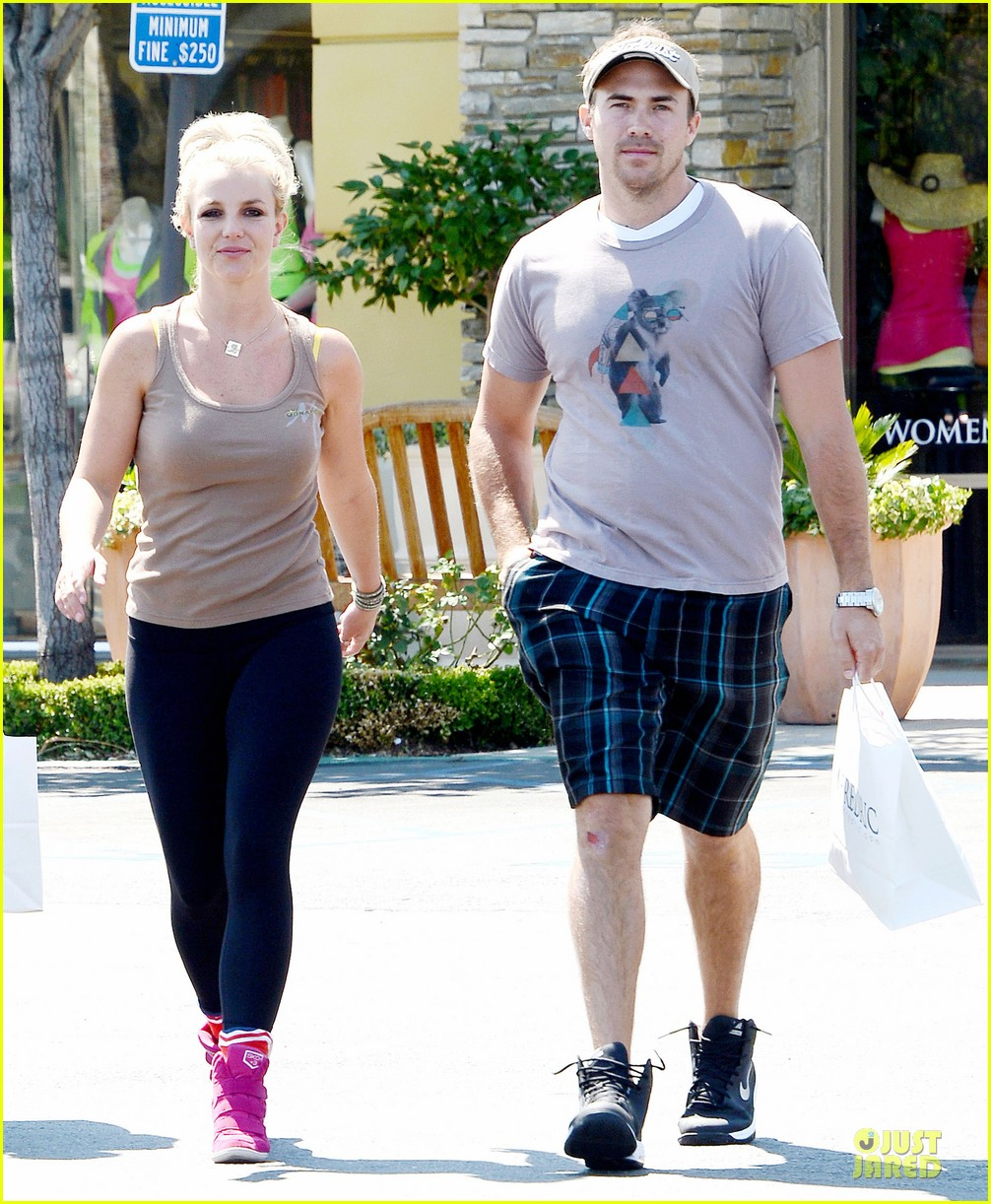 britney spears david lucado prep for weekend by shopping 102912455