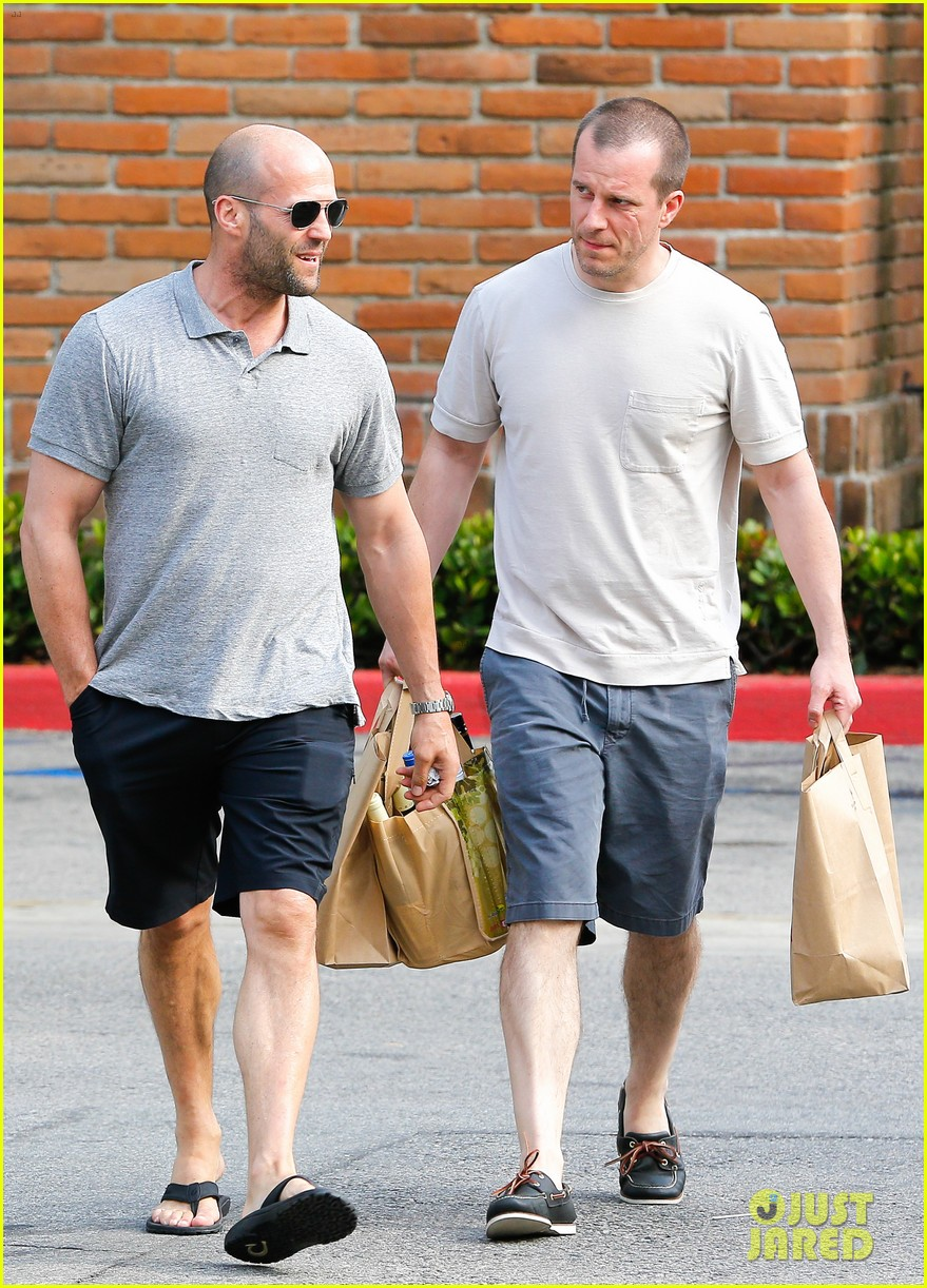 jason statham pre fourth of july grocery run 032903867