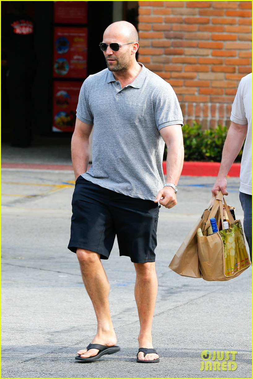 jason statham pre fourth of july grocery run 04