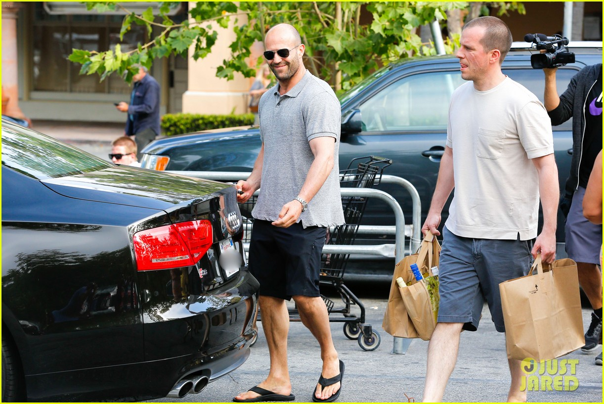 jason statham pre fourth of july grocery run 052903869