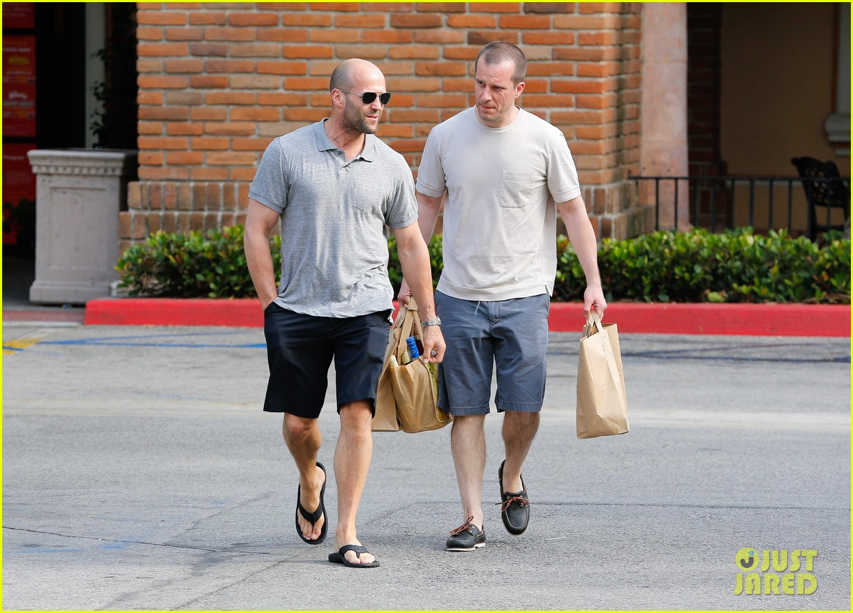 jason statham pre fourth of july grocery run 072903871