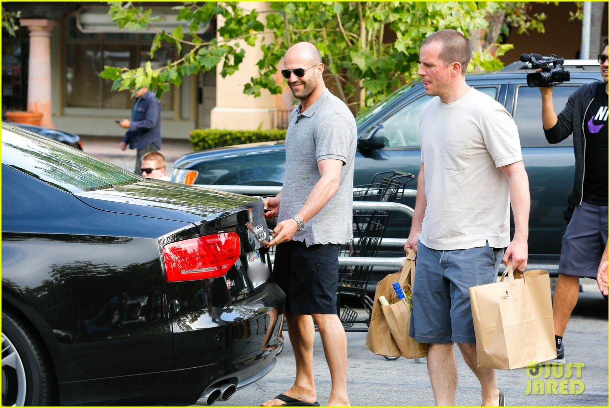jason statham pre fourth of july grocery run 102903874