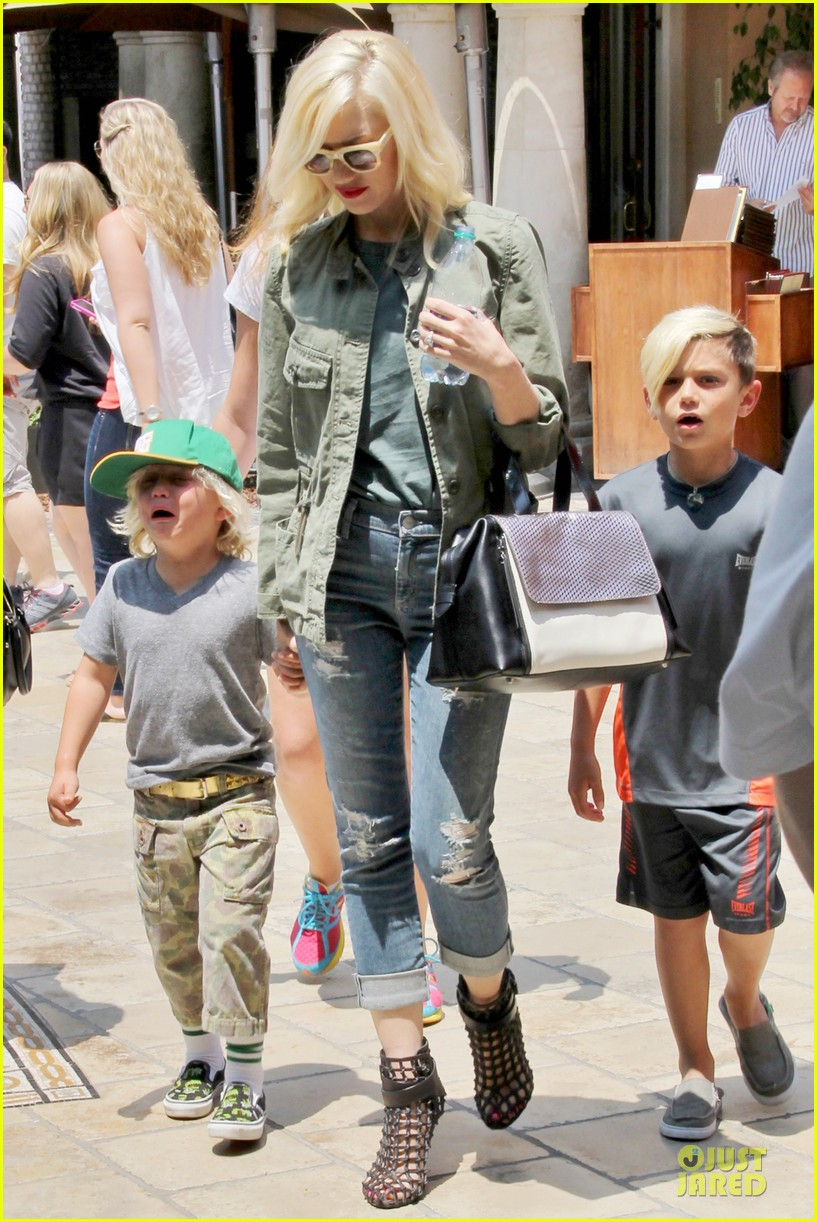gwen stefani family filled knotts berry farm 072914301
