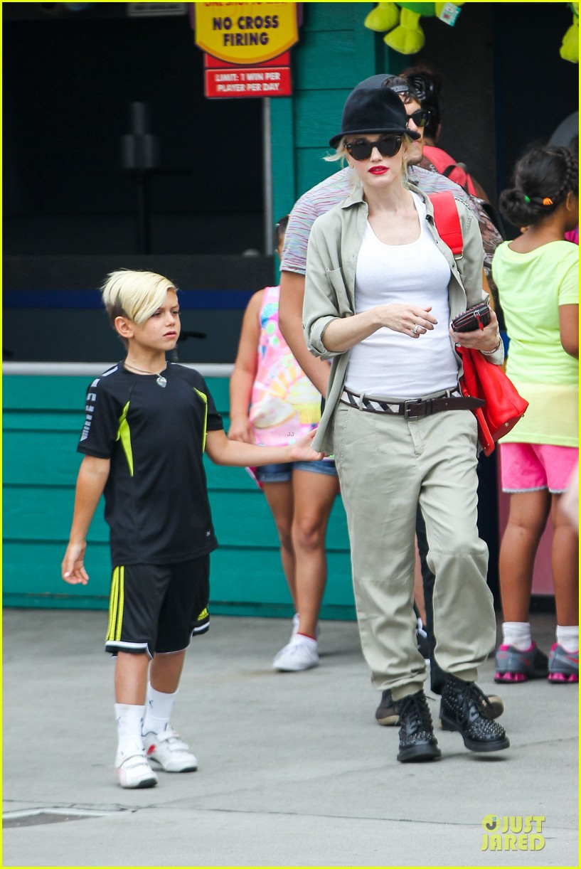 gwen stefani family filled knotts berry farm 20