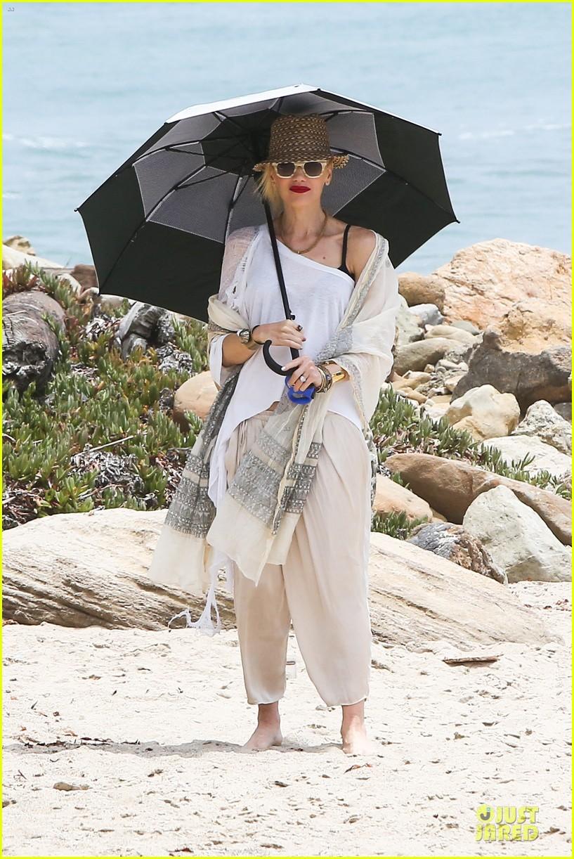 gwen stefani malibu beach mama with kingston zuma 162909000