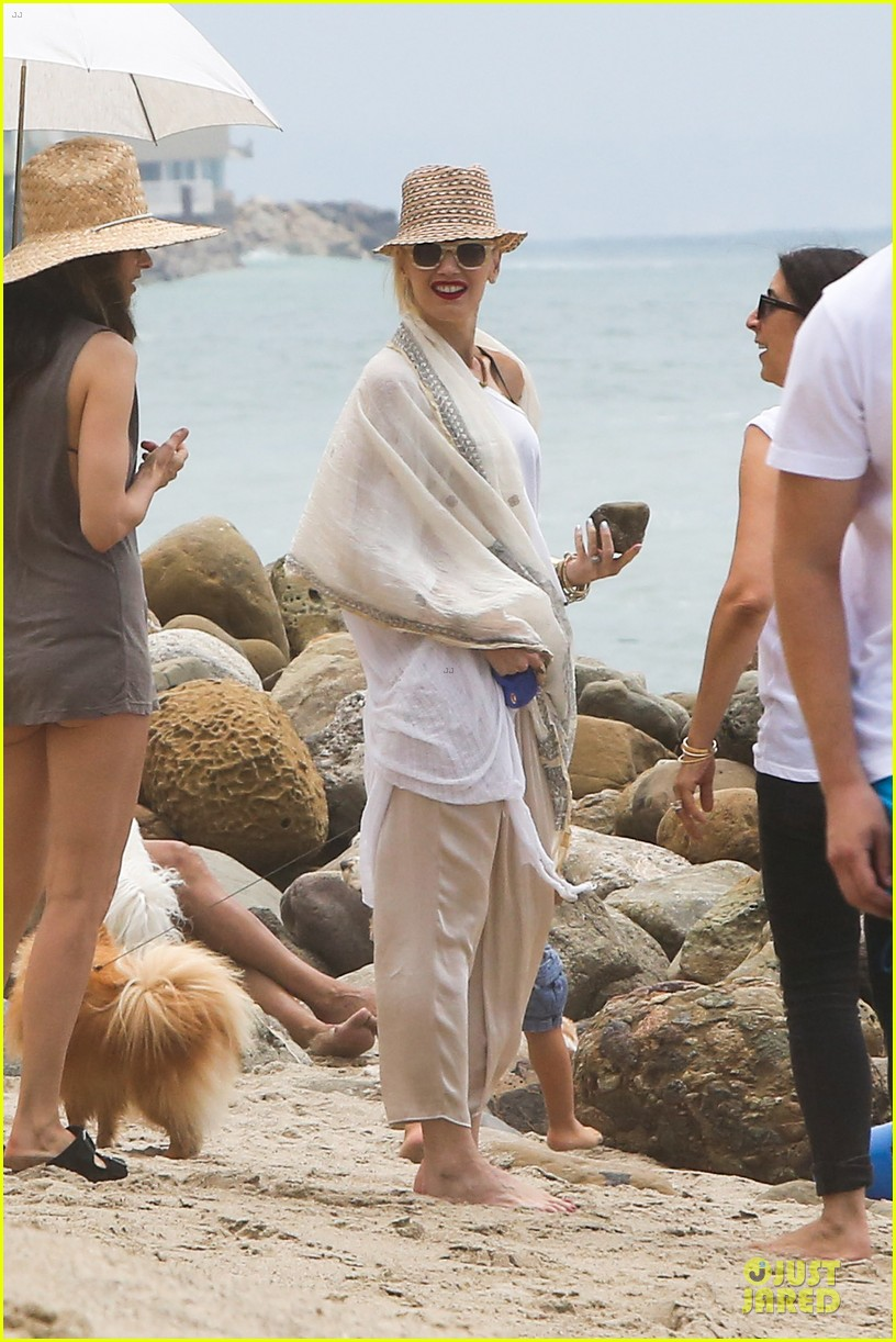 gwen stefani malibu beach mama with kingston zuma 282909012
