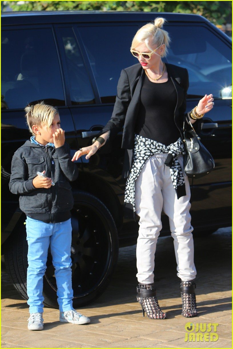 gwen stefani kids have sunday dinner at nobu 102909543