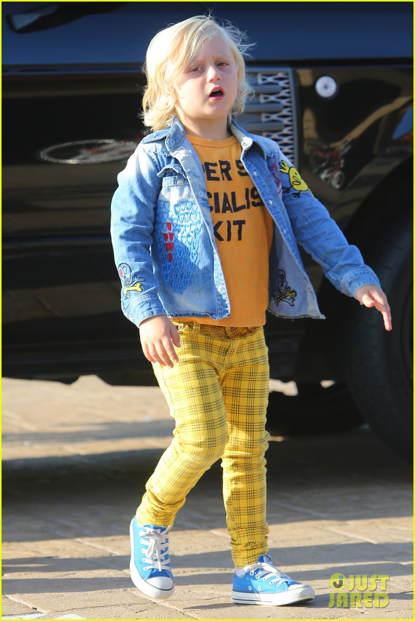 gwen stefani kids have sunday dinner at nobu 122909545