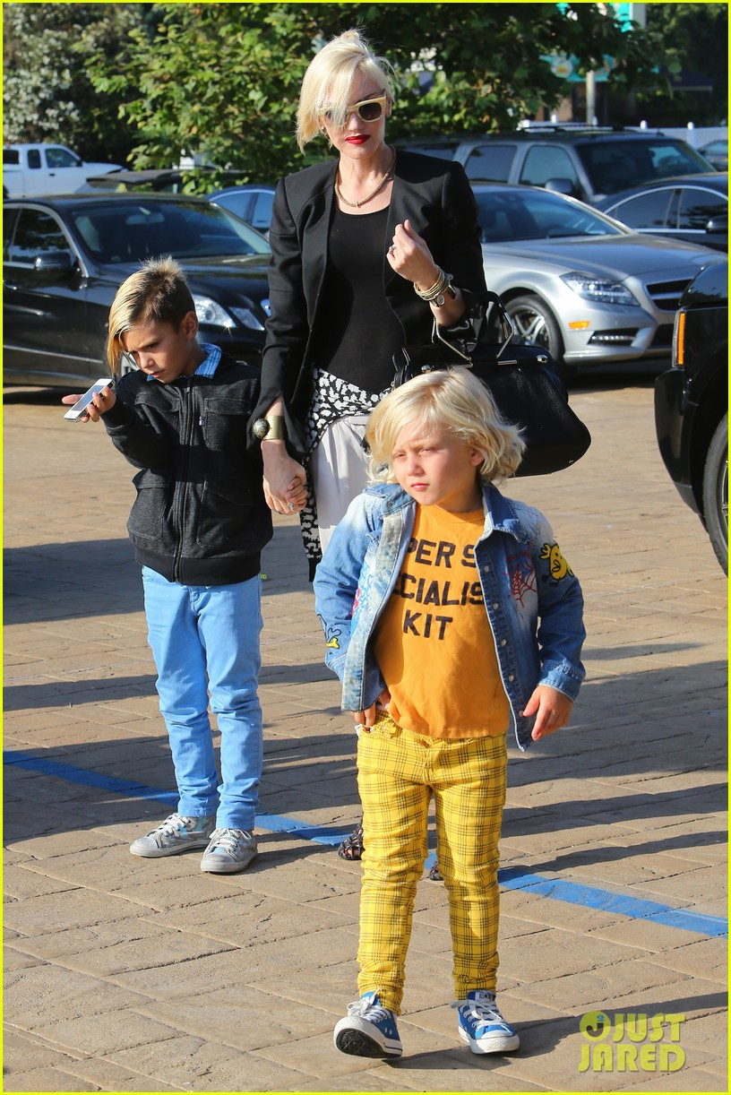 gwen stefani kids have sunday dinner at nobu 152909548