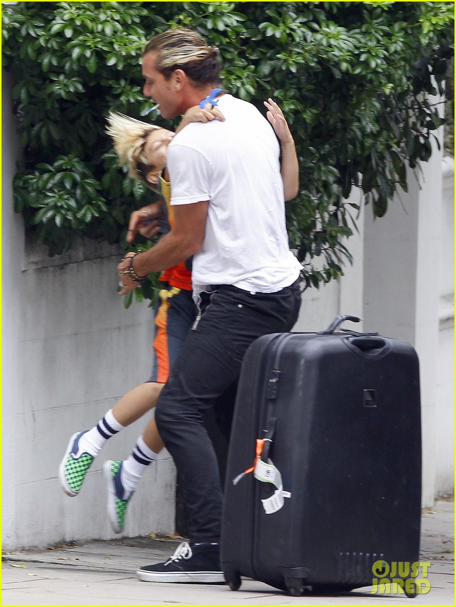 gwen stefani gavin rossdale roam london with the boys 072919428
