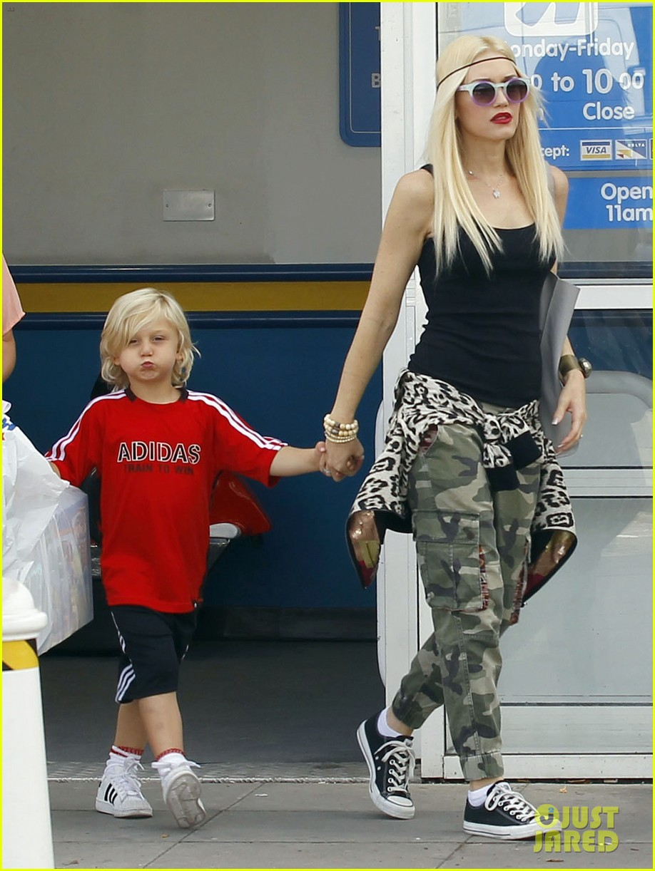 gwen stefani gavin rossdale roam london with the boys 25