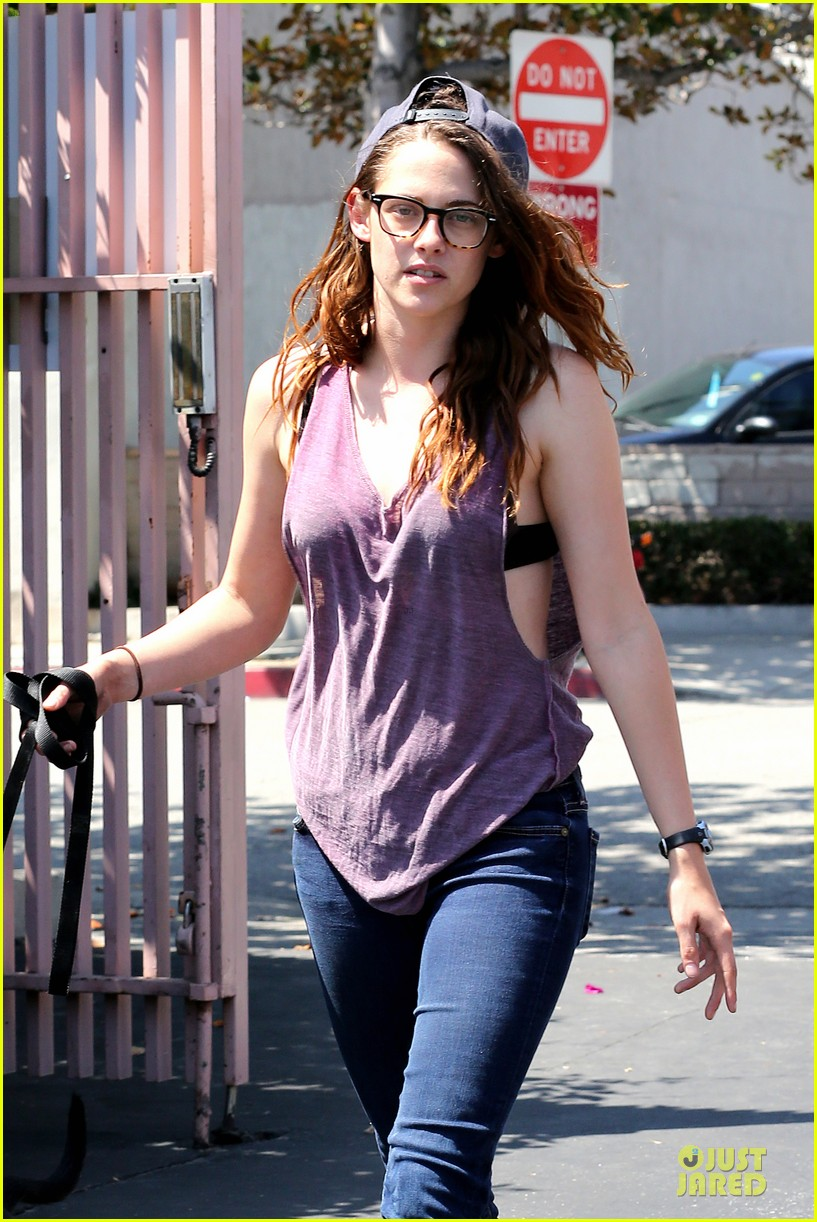 kristen stewart bra revealing walk with new puppy 02