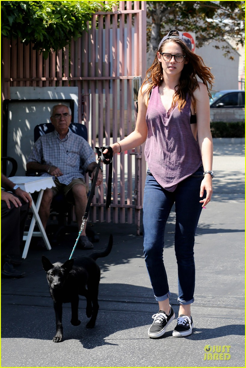 kristen stewart bra revealing walk with new puppy 202920428