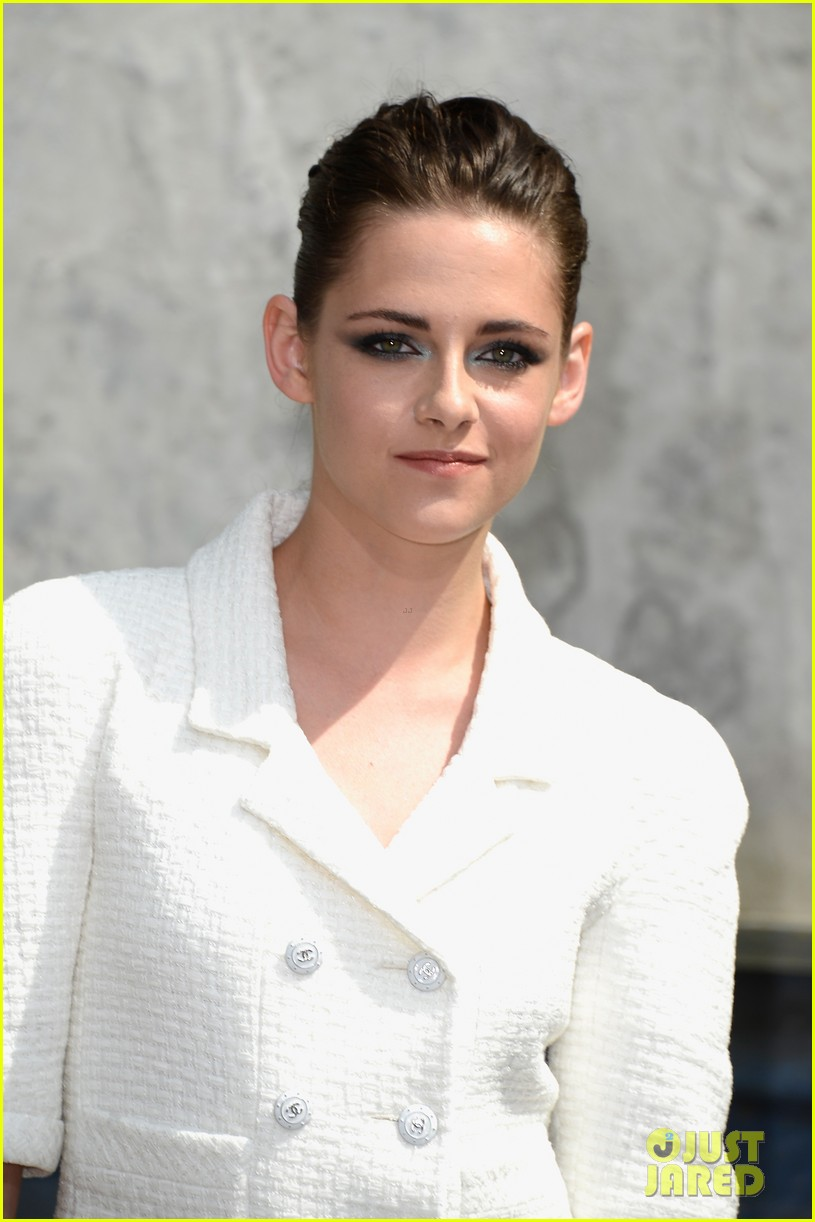 kristen stewart chanel paris fashion show 022902510