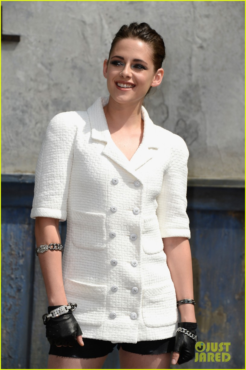 kristen stewart chanel paris fashion show 032902511