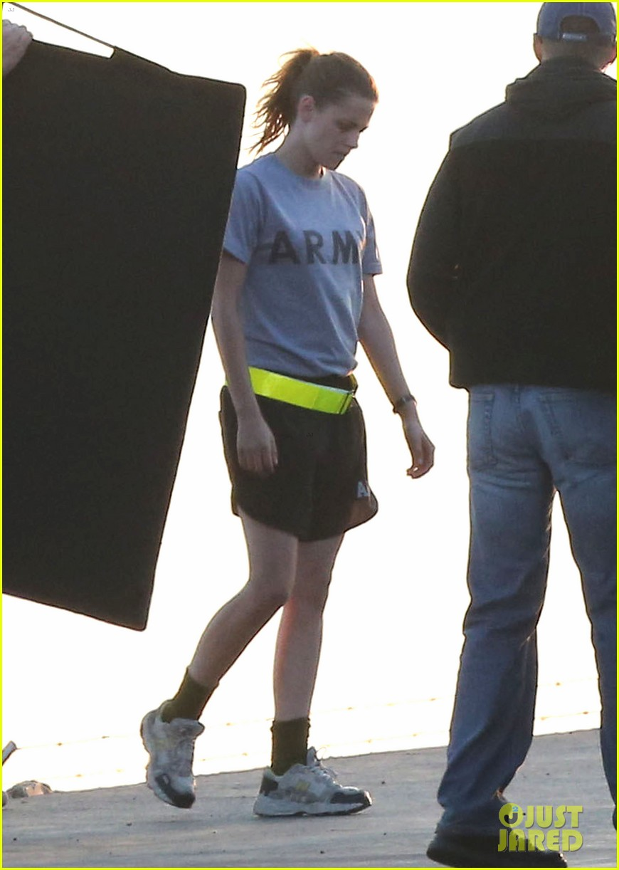 kristen stewart does army exercises for camp x ray scenes 032911876
