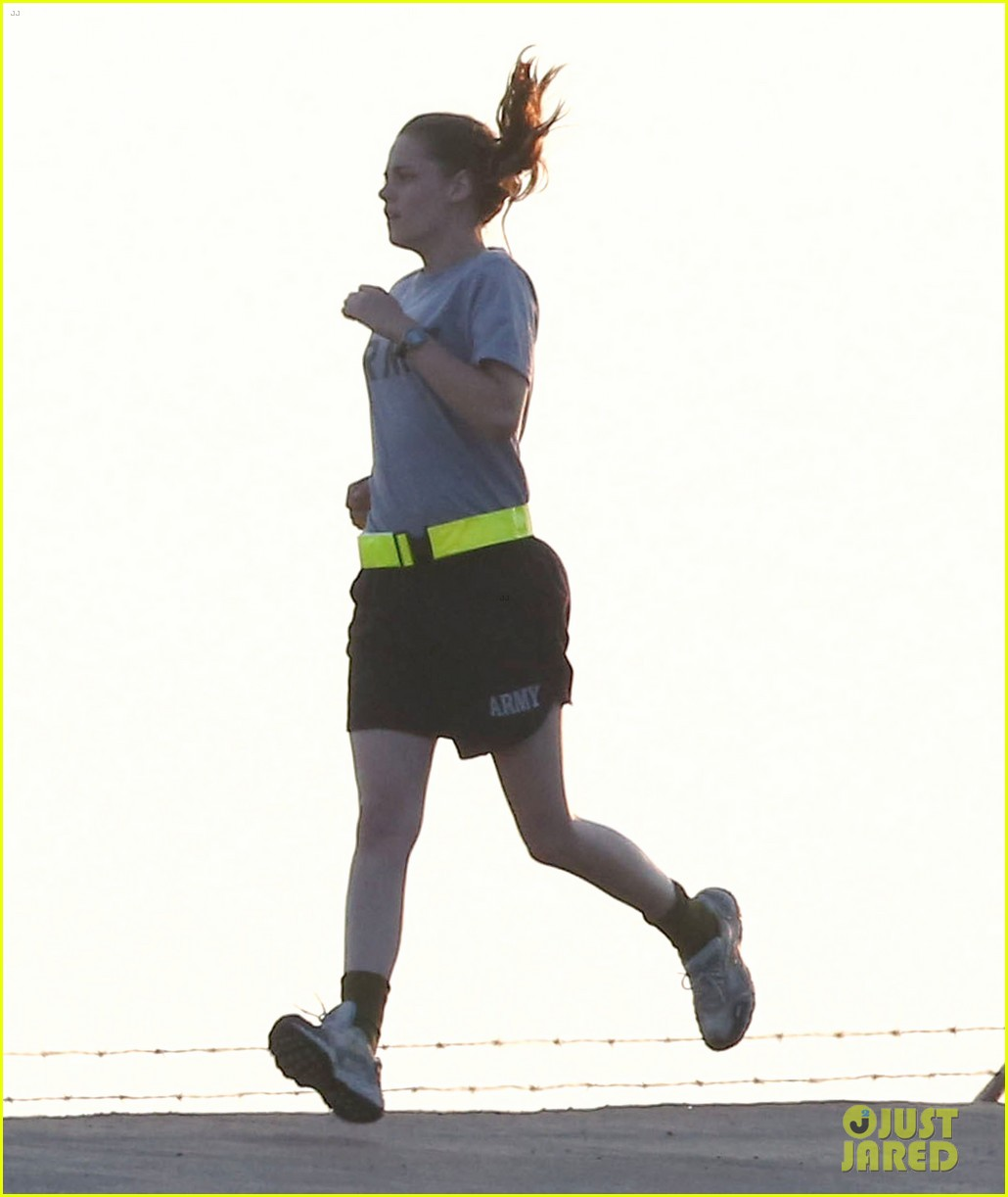 kristen stewart does army exercises for camp x ray scenes 05