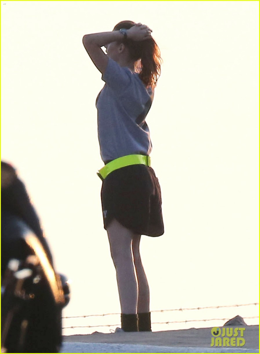 kristen stewart does army exercises for camp x ray scenes 072911880