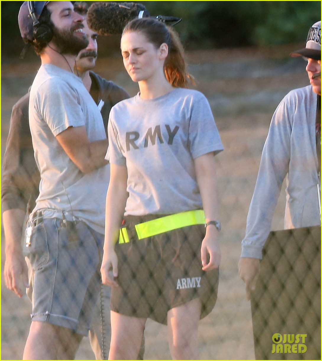 kristen stewart does army exercises for camp x ray scenes 10