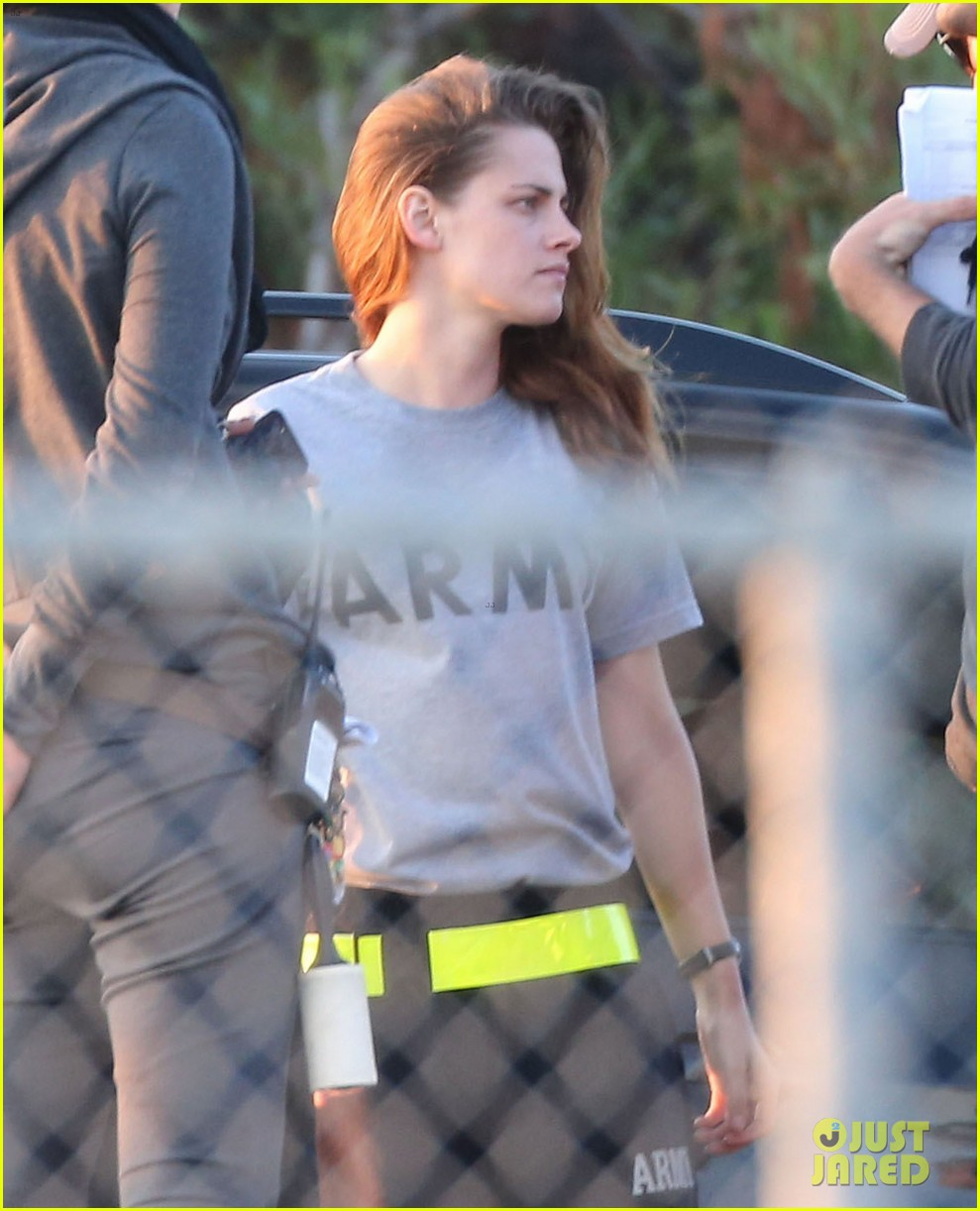 kristen stewart does army exercises for camp x ray scenes 112911884