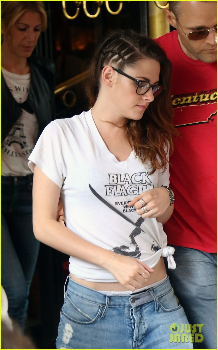 kristen stewart lunches at japanese restaurant in paris 022903946