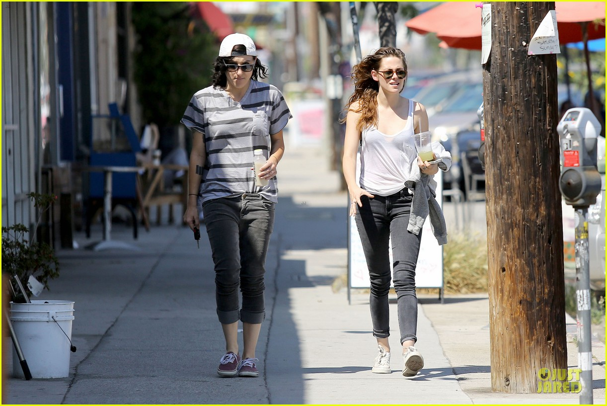kristen stewart casual juice bar stop 172906784