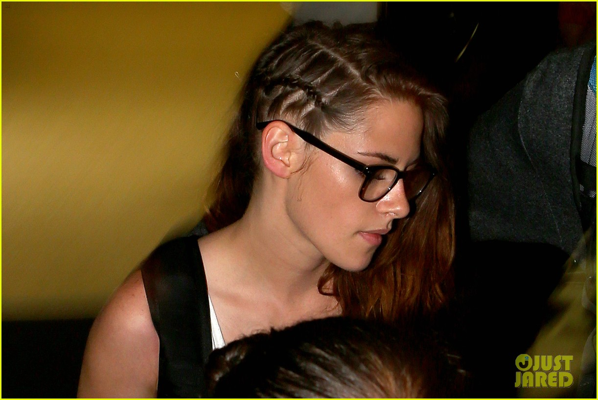 kristen stewart lands in los angeles after paris fashion trip 04
