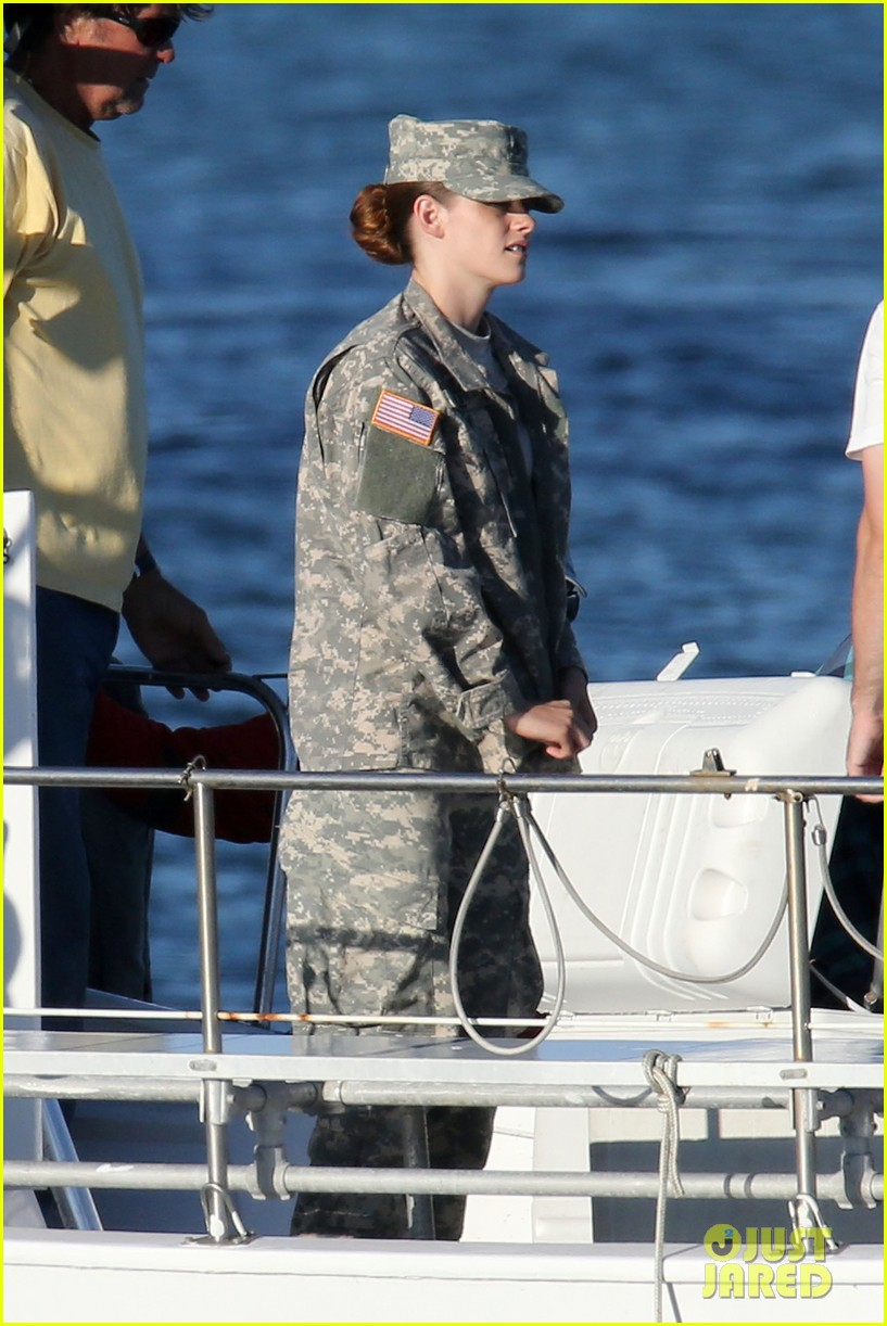 kristen stewart wears army uniform relaxes with beer 012911180