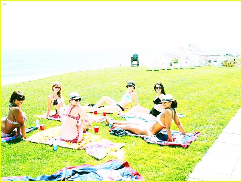 taylor swift bikini babe at fourth of july party 072904832