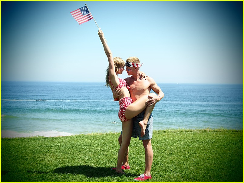 taylor swift bikini babe at fourth of july party 16