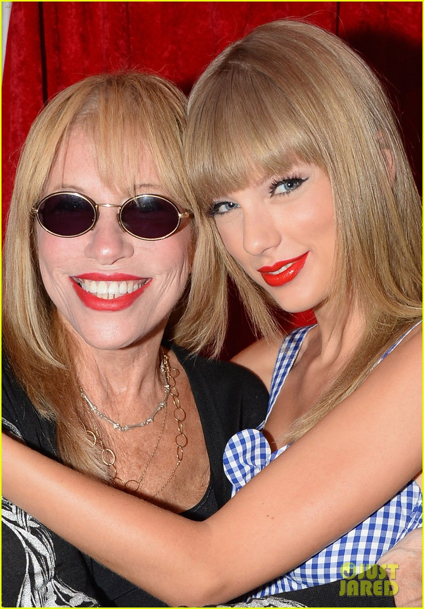 taylor swift sings youre so vain with carly simon video 022918397