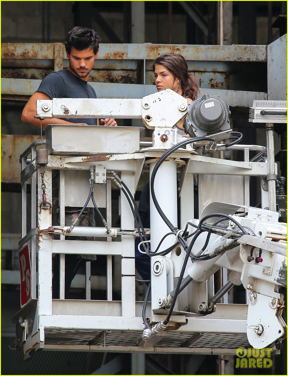 taylor lautner marie avgeropoulos tracers romance 072918677