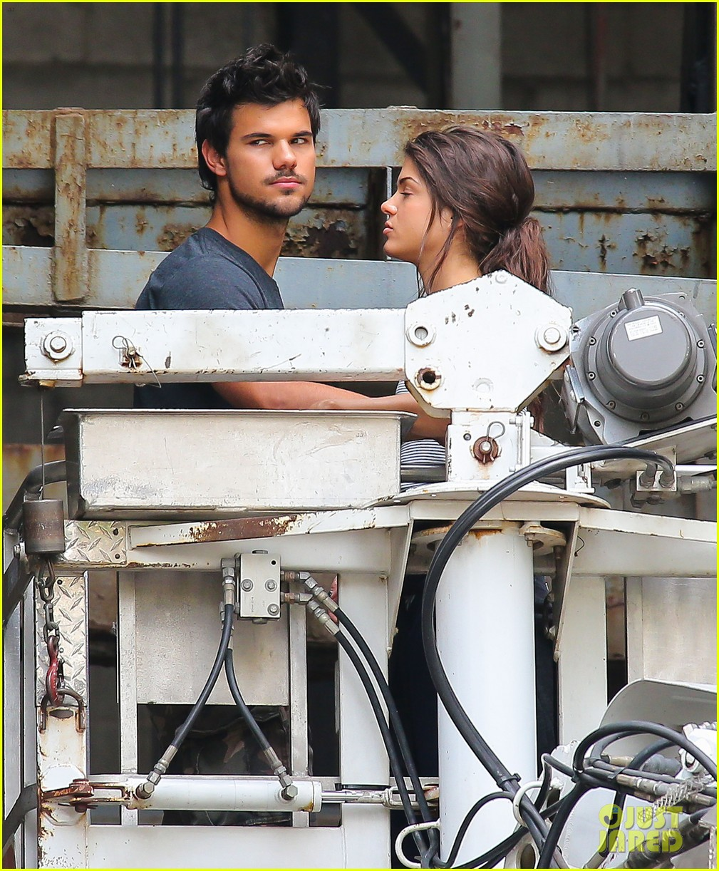 taylor lautner marie avgeropoulos tracers romance 092918679