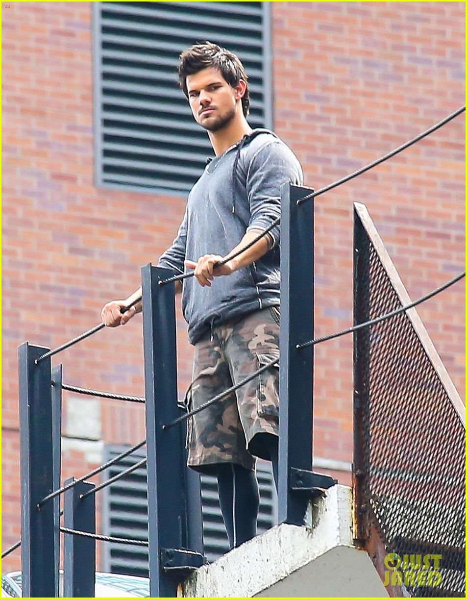 taylor lautner marie avgeropoulos tracers romance 152918685