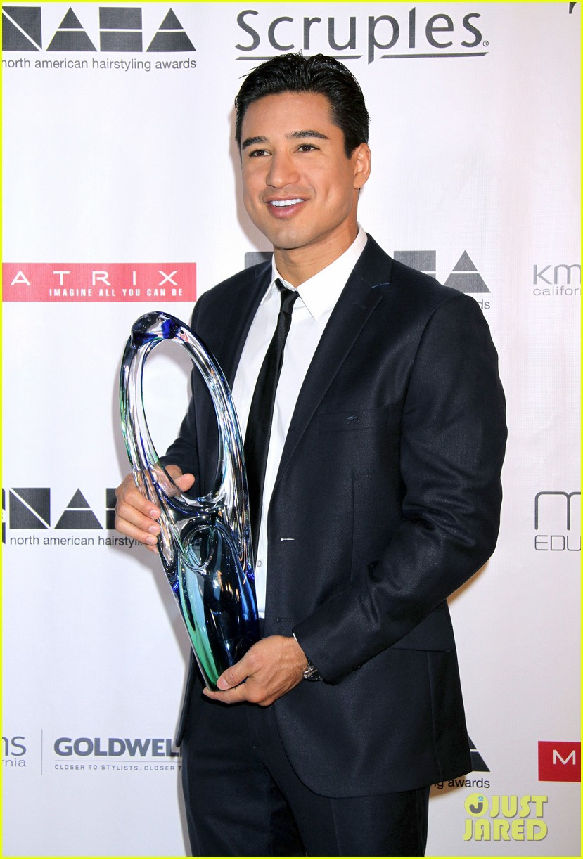dita von teese mario lopez north american hairstyling awards 13