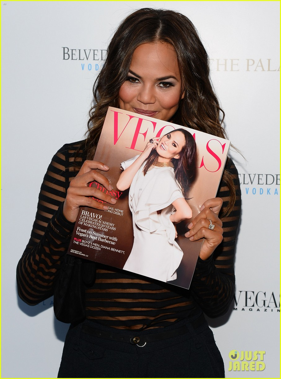 chrissy teigen vegas magazines summer issue party 09