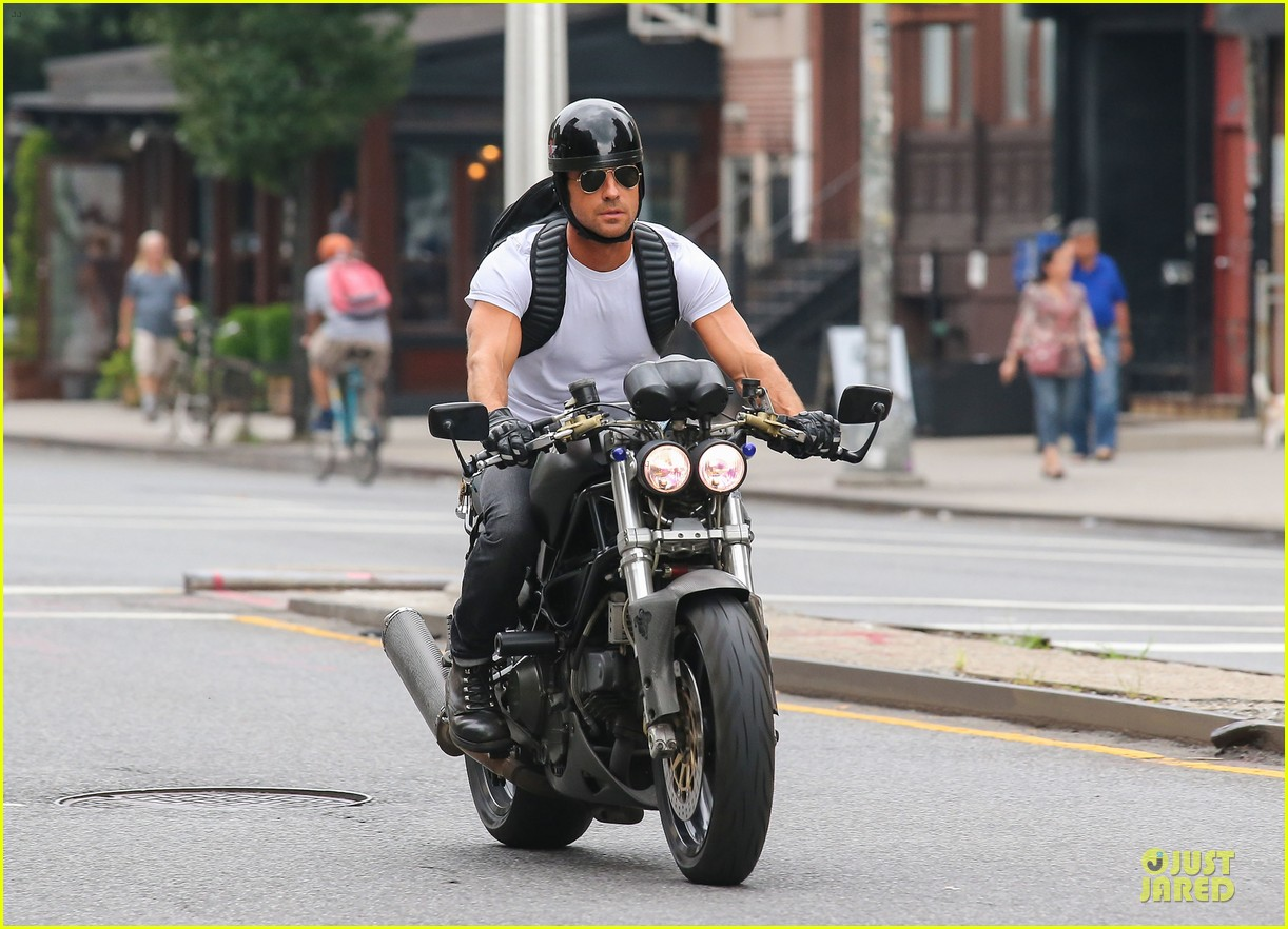 justin theroux jennifer aniston squirrels to the nuts adds richard lewis 012914804