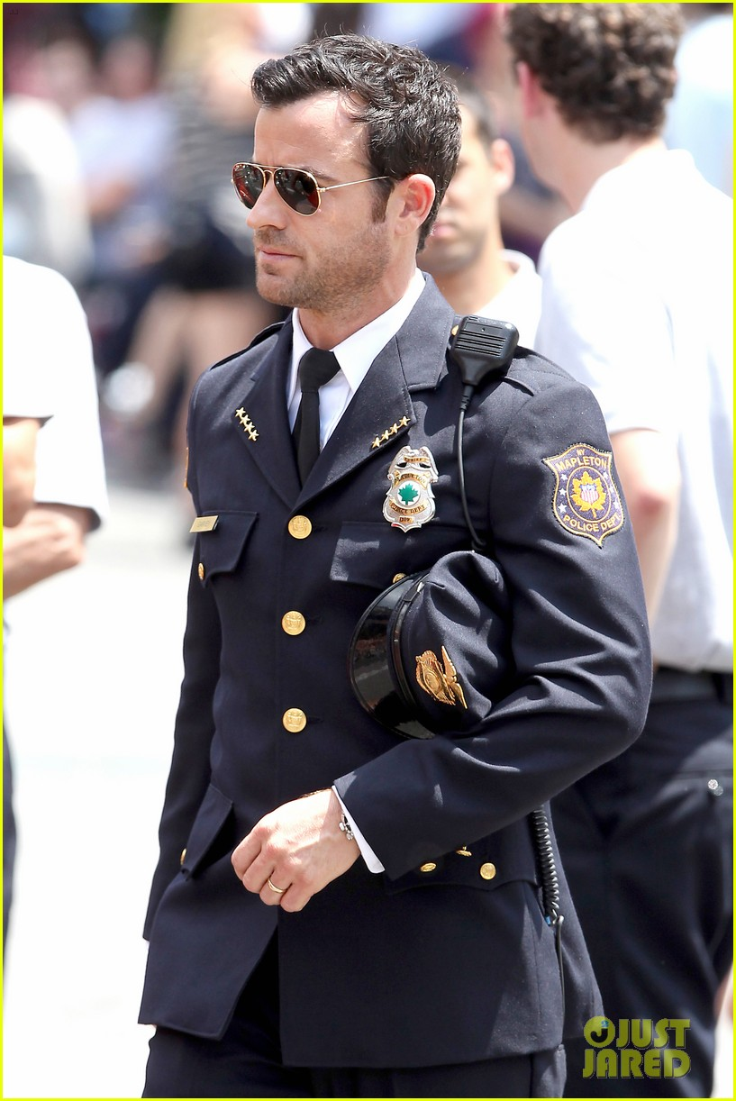 justin theroux is the man in uniform for the leftovers 152906038