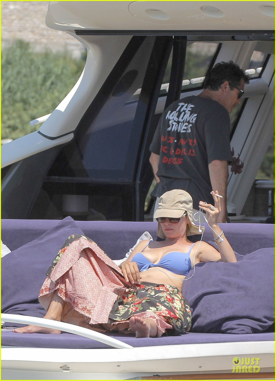 uma thurman bikini music boat ride 052906204